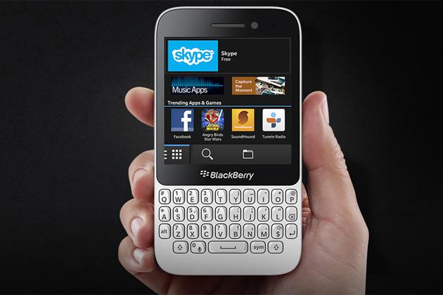 BlackBerry Q5 SİM kart ve hafıza kartı nasıl takılır?