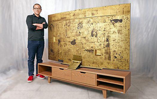 78 inç devasa UHD altın kaplama TV!