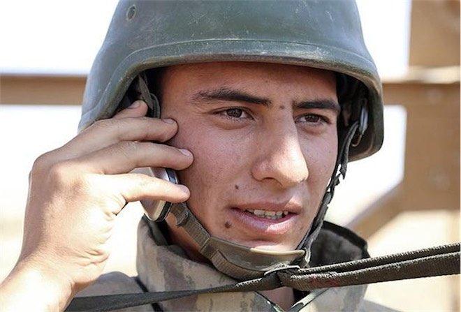 Askerde telefon kullanmak