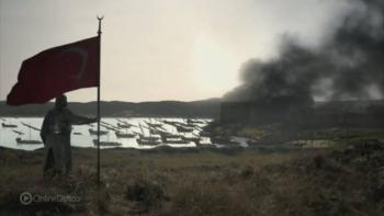 Türk bayrağını göndere