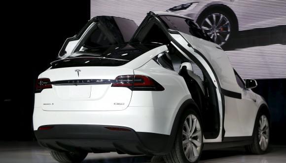 Tesla X Satışa Çıkıyor!