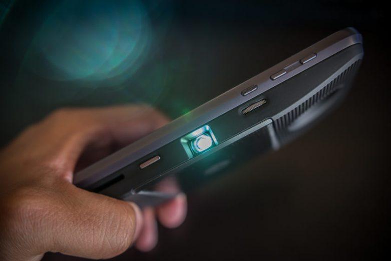 celular con proyector