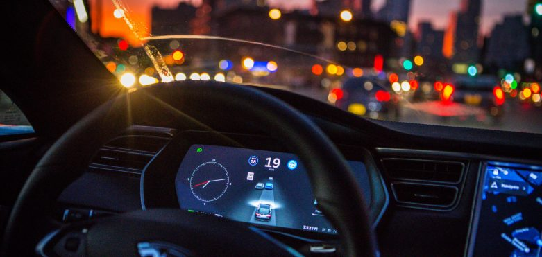 Tesla Swift Program Dilinin Yaratıcısını Apple'dan Transfer Etti.