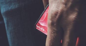 Andy Rubin İlk Telefonunu Ucundan Gösterdi