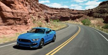 Ford, Mutlu Mustang Günü, 2018 Shelby GT350 ve GT350R'yi Açıkladı