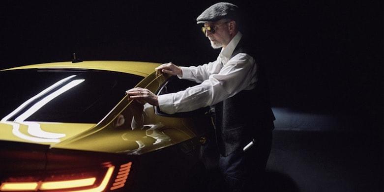 Volkswagen Arteon'u Görme Engelli Eckert Fotoğrafladı