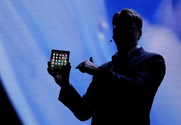 Çentikli Ekran Sonunda Samsung Telefonlarda