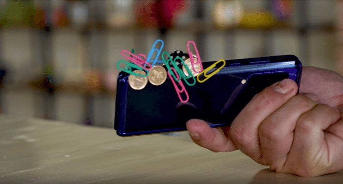 Samsung Fold'u Mıknatıs Olarakta Kullanabilirsiniz