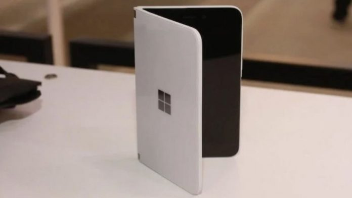 Microsoft Üç Ekranlı Katlanabilir Bir Telefon Patenti Aldı!