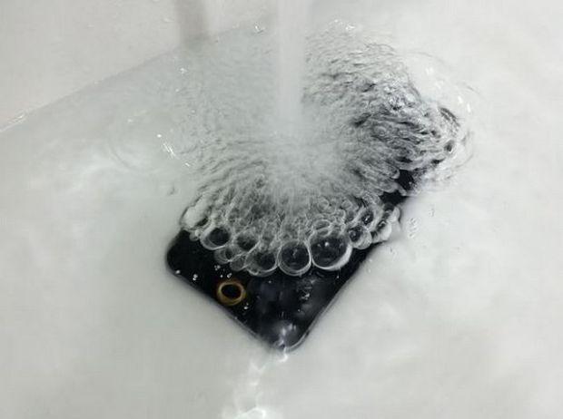 apple-iphone-6-su-gecirmez-kasa-1
